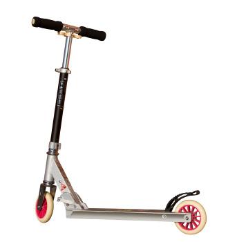 Portabel sparkcykel med platta och små hjul